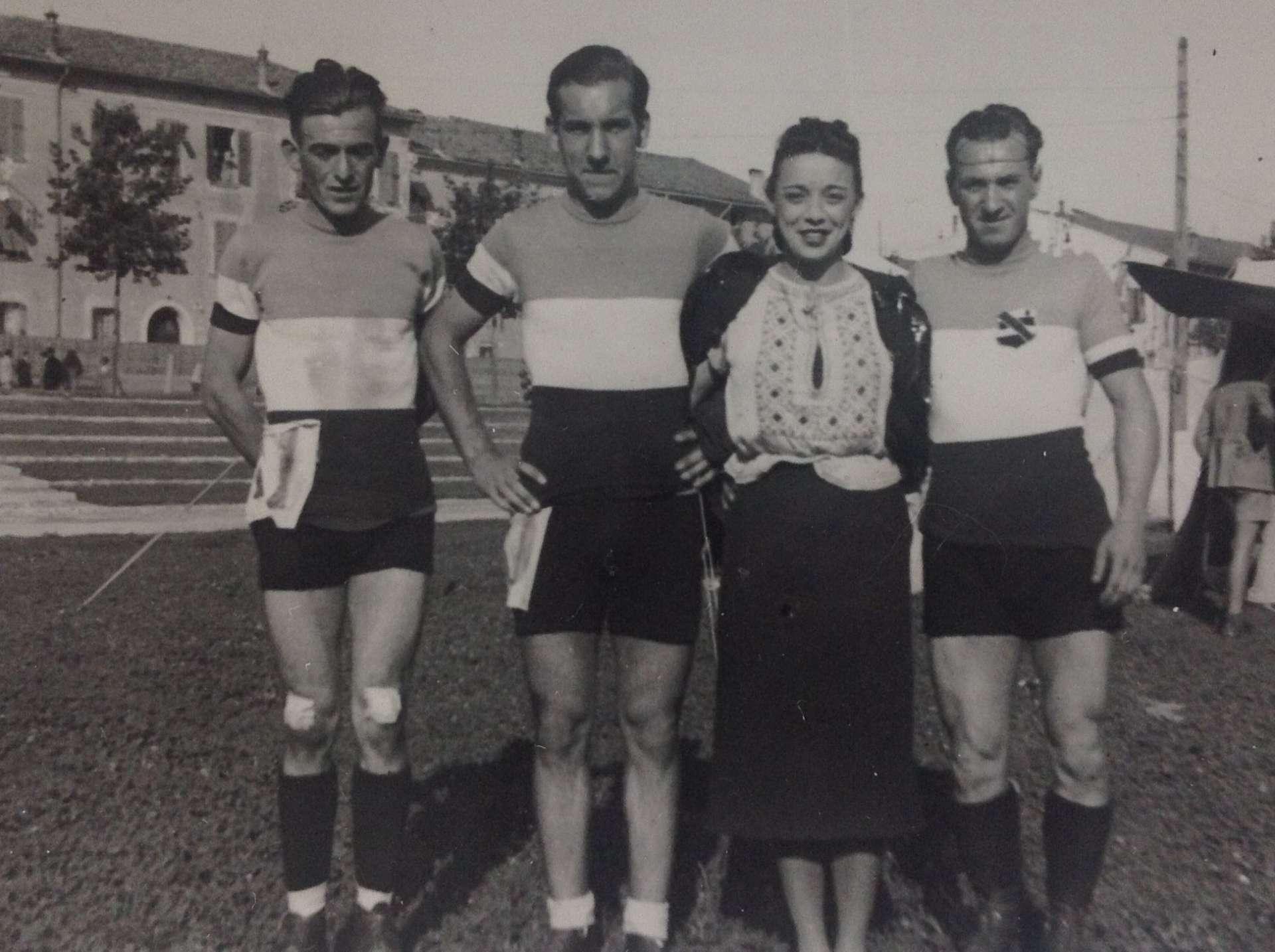 Louis Fichaux et des patineurs français