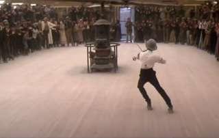 Scène de patinage à roulettes du film La Porte du Paradis