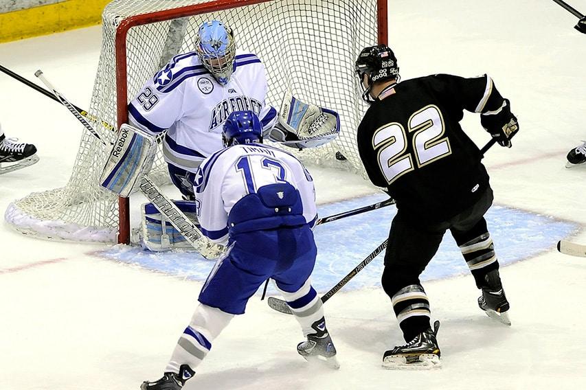 Action devant la cage en hockey sur glace