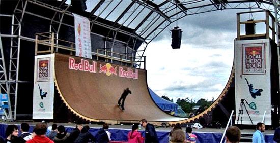 Une rampe Redbull avec du skateboard en 2008