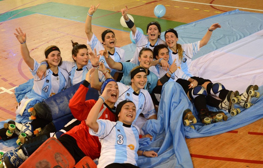 L'équipe d'Argentine de rink hockey dames sur son drapeau