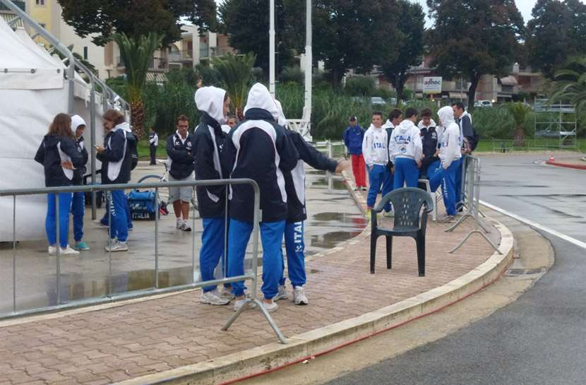 The Italian team waiting and talking outside between to rainfalls