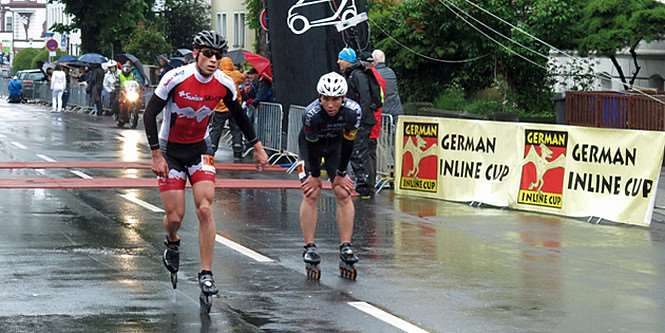 Arrivée au sprint entre Severin Widmer (Swiss Skate Team) et Julien Levrard (EO Skates)