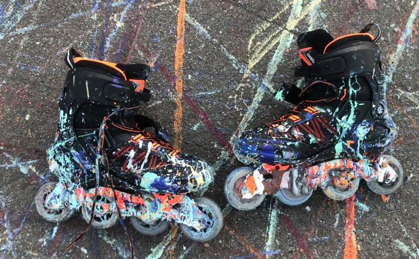 Une paire de roller après une séance de Rollerblading Painting