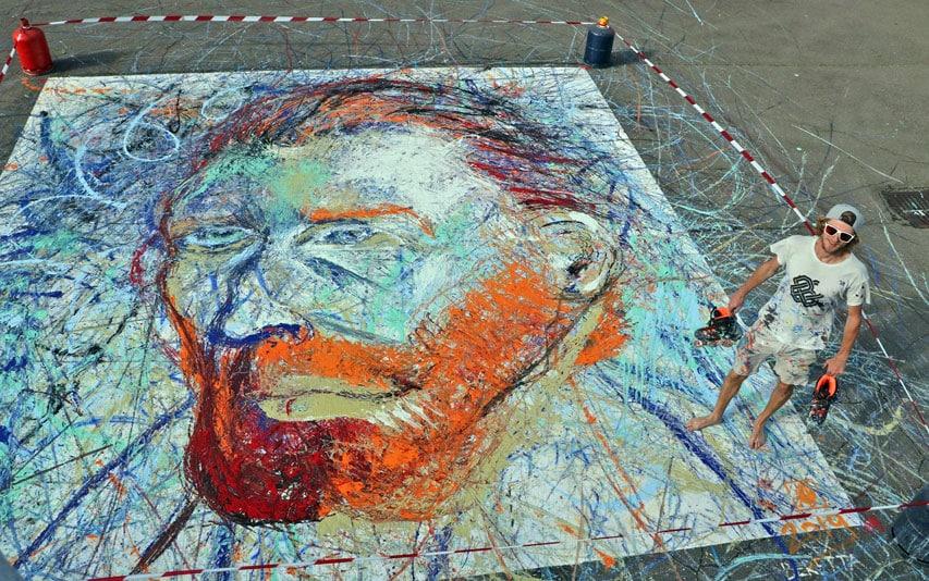 Un portrait de Van Gogh entièrement peint avec des rollers !