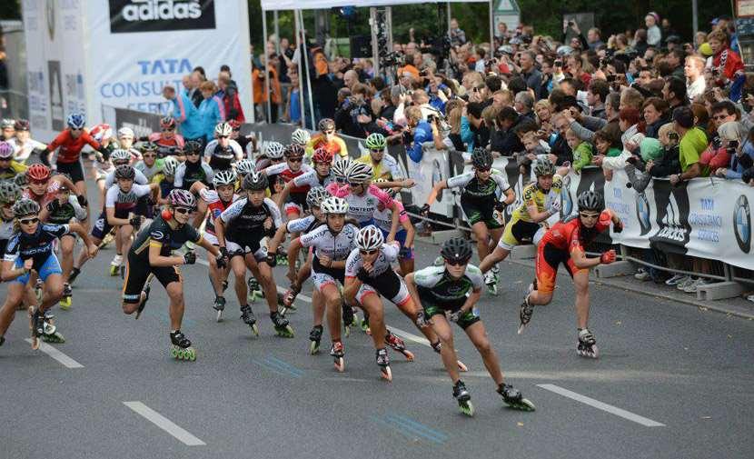 Le peloton des femmes au marathon roller de Berlin 2012