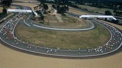 Vue aérienne du circuit Bugatti en roller