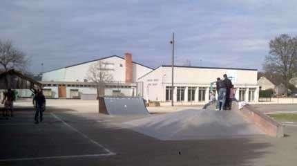 skatepark ferte saint aubin small