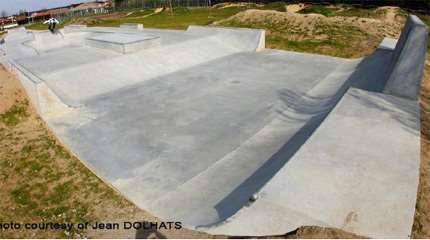 skatepark saubion concrete waves 02 small