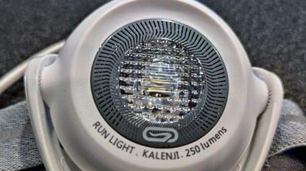 test lampe pectorale kalenji run light 250 small