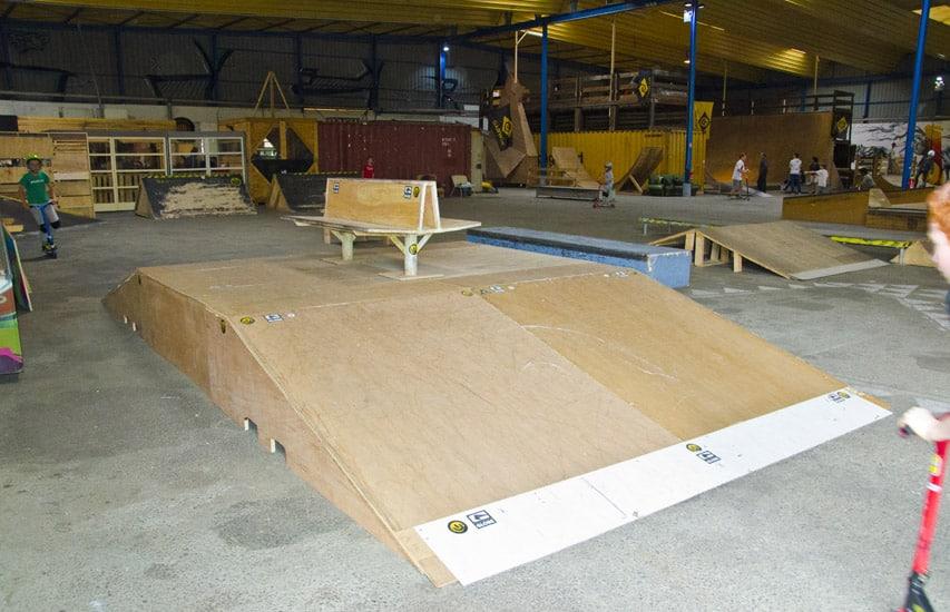 Une table du hangar