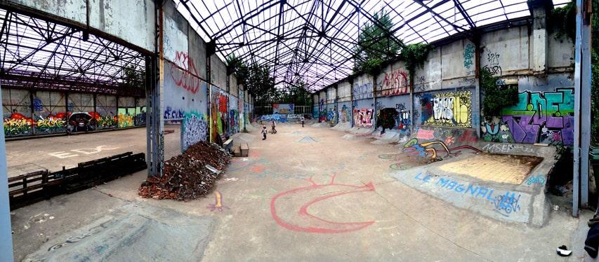 Le skatepark en extérieur dans la caserne Niel