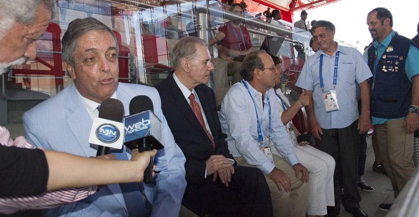 Jacques Rogge (au centre) président du CIO
